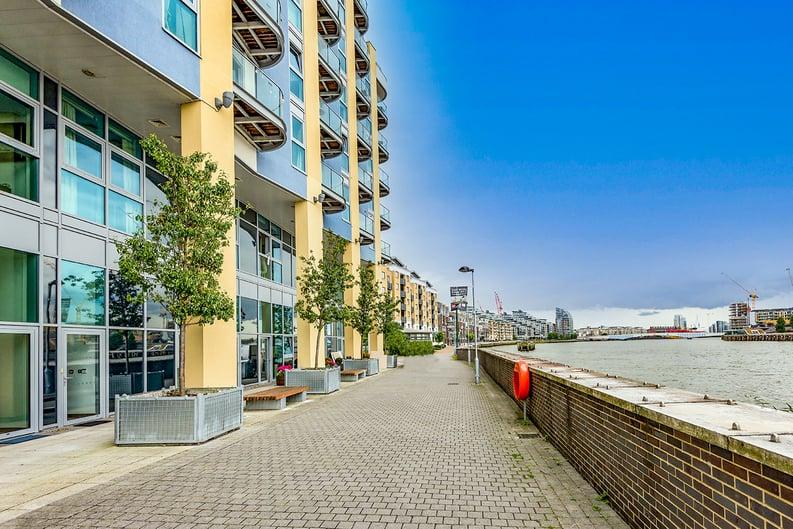 1 bedroom(s) apartment to sale in Vicentia Court, Bridges Court Road, London-image 8