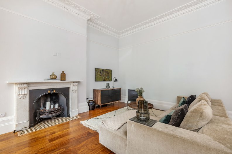 2 bedroom(s) apartment to sale in The Green, Surrey, Richmond-image 7
