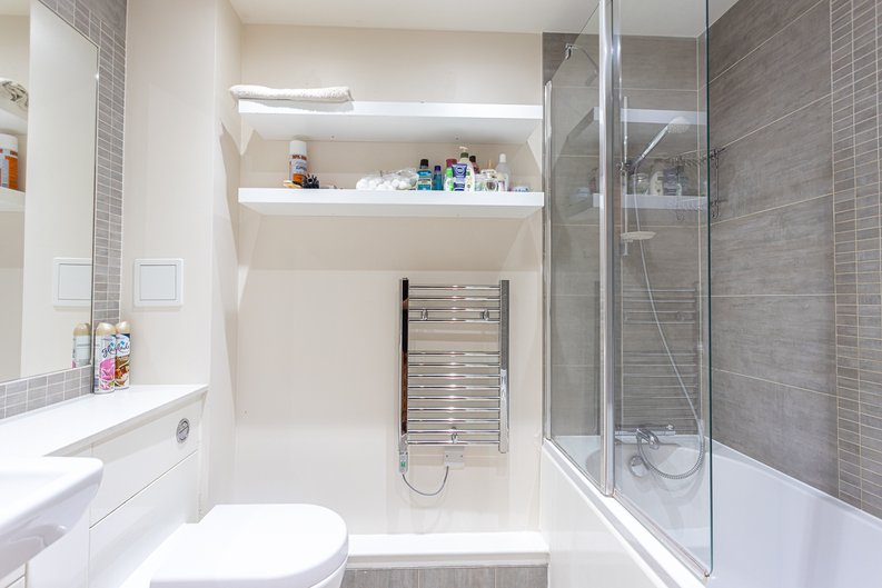 2 bedroom(s) apartment to sale in Heritage Avenue, London-image 10