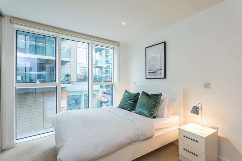 2 bedroom(s) apartment to sale in Riverside Apartments, Goodchild Road, Woodberry Down, Manor House-image 9