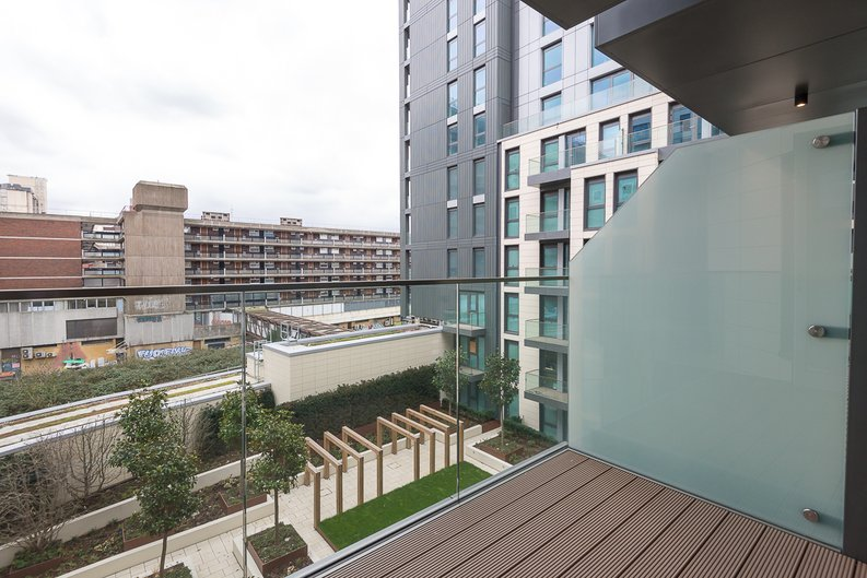 2 bedroom(s) apartment to sale in Lancaster House, Sovereign Court, Hammersmith, London-image 4