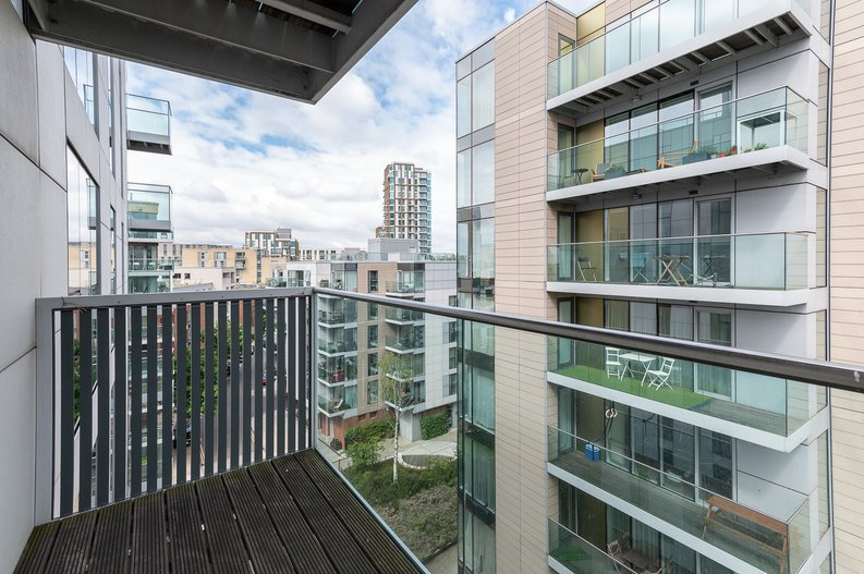 2 bedroom(s) apartment to sale in Goodchild Road, Woodberry Down, London-image 5