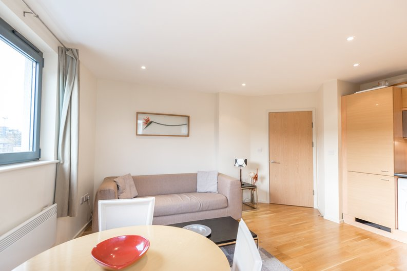 2 bedroom(s) apartment to sale in Ikon House, 447 Cable Street, Wapping, London-image 2