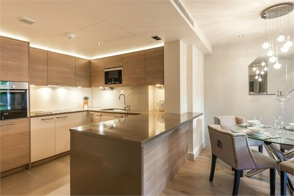 2 bedroom(s) apartment to sale in Doulton House, Chelsea Creek, Park Street, Fulham-image 3