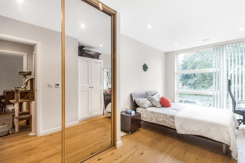 1 bedroom(s) apartment to sale in Waterfront Apartments, 82 Amberley Road, Maida Hill, London-image 8