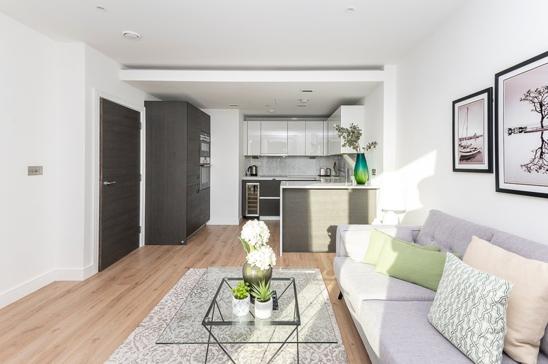 2 bedroom(s) apartment to sale in Montpellier House, Glenthorne Road, Hammersmith-image 3