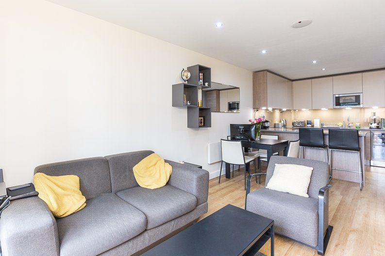1 bedroom(s) apartment to sale in Cavendish House, Boulevard Drive, London-image 2