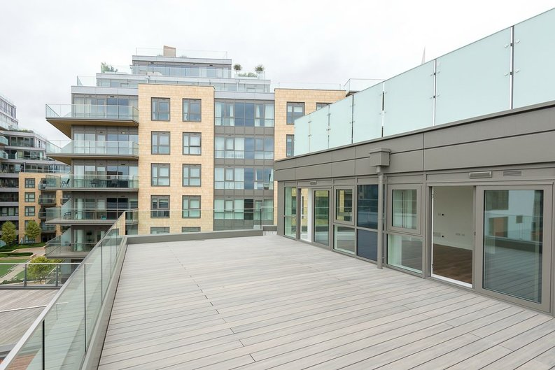 3 bedroom(s) apartment to sale in Quartz House, Dickens Yard, Ealing-image 4