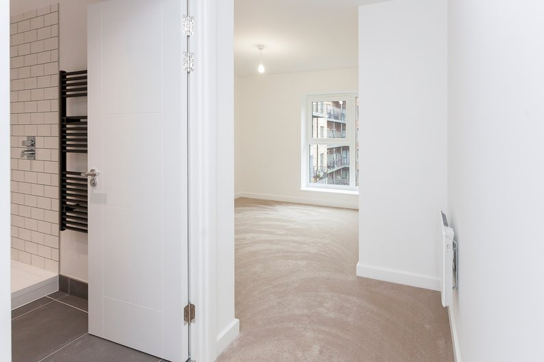 2 bedroom(s) apartment to sale in Fairbank House, 13 Beaufort Square, Beaufort Park-image 8