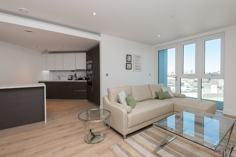 2 bedroom(s) apartment to sale in Lancaster House, Sovereign Court, Hammersmith-image 3