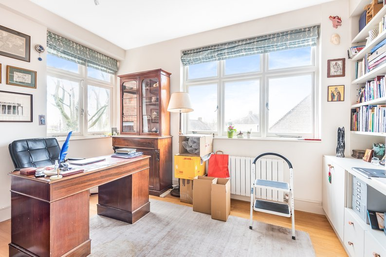 4 bedroom(s) apartment to sale in Bracknell Gardens, Hampstead, London-image 5