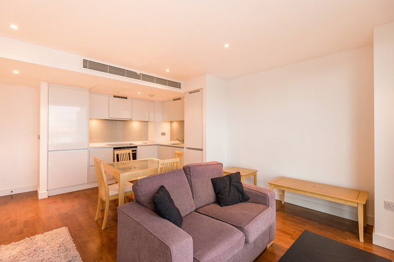 1 bedroom(s) apartment to sale in Marsh Wall, Canary Wharf, London-image 2