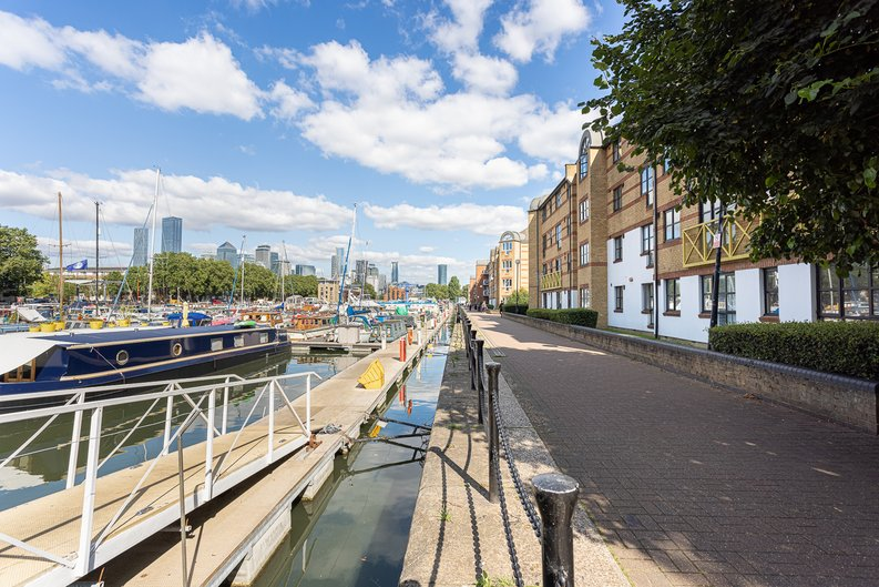 1 bedroom(s) apartment to sale in Ashton Reach, Surrey Quays, London-image 16