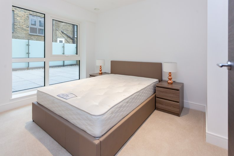 2 bedroom(s) apartment to sale in Quartz House, Dickens Yard-image 4