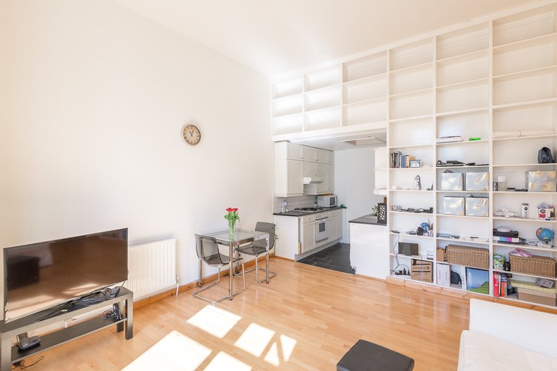 1 bedroom(s) apartment to sale in Upper Park Road, Belsize Park, London-image 5