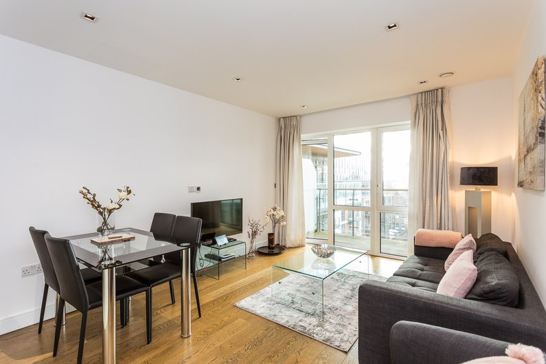 2 bedroom(s) apartment to sale in Belgravia House, Dickens Yard, Ealing-image 4