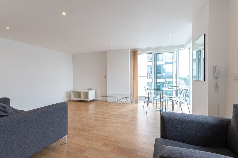 2 bedroom(s) apartment to sale in Goodchild Road, Woodberry Down, London-image 16
