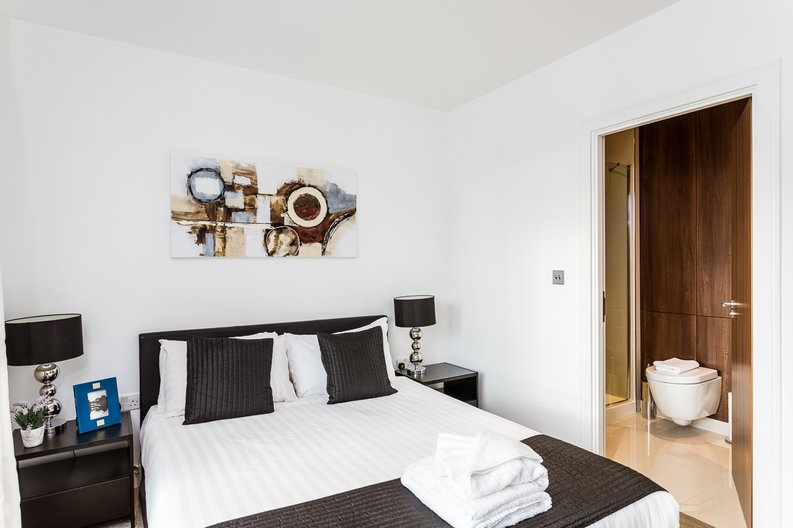 2 bedroom(s) apartment to sale in Belgravia House, Dickens Yard, Ealing-image 7