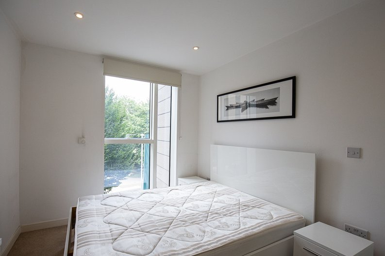 1 bedroom(s) apartment to sale in Riverside Apartments, , Goodchild Road, London-image 4