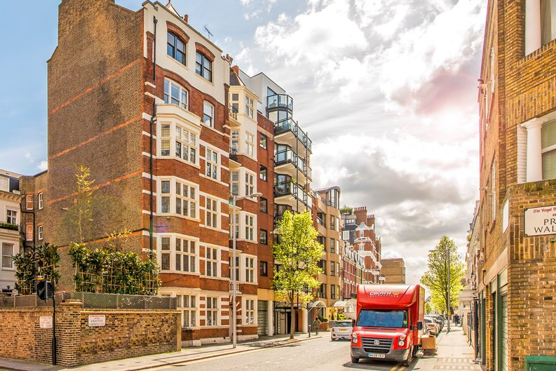 3 bedroom(s) apartment to sale in Drayton Gardens, Chelsea, London-image 19