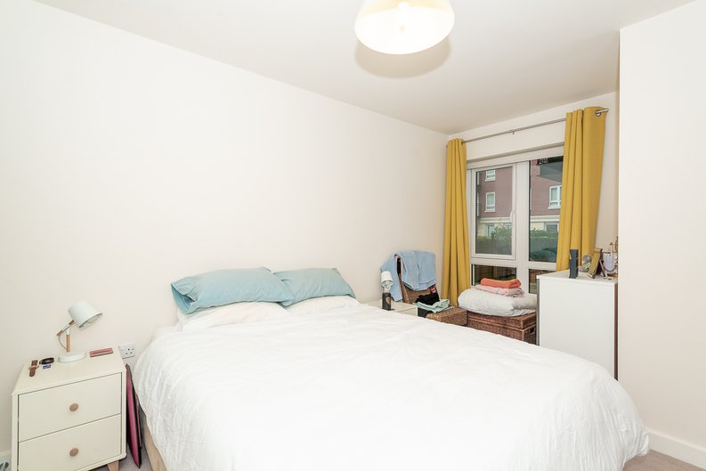 1 bedroom(s) apartment to sale in Goldhawk House, 10 Beaufort Square, London-image 4