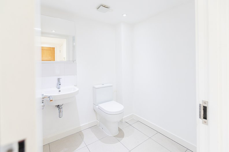 Studio apartment to sale in Prospect House, 67 St John's Road, Hounslow, London-image 8