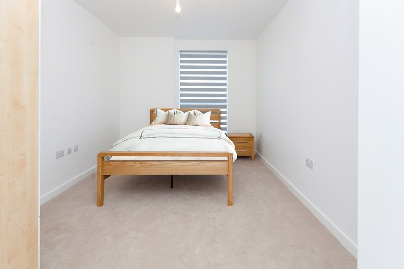 2 bedroom(s) apartment to sale in Lismore Boulevard, London-image 12