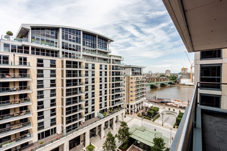 2 bedroom(s) apartment to sale in Aspect Court, Imperial Wharf, London-image 5