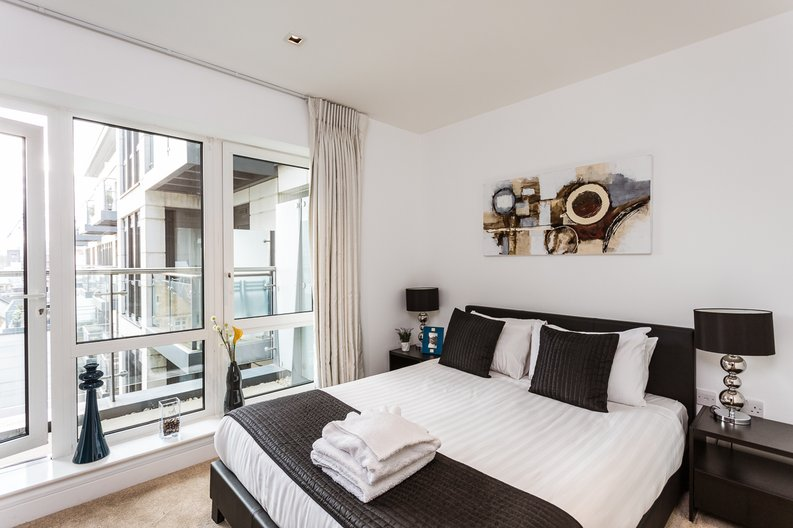 2 bedroom(s) apartment to sale in Belgravia House, Dickens Yard, Ealing-image 6