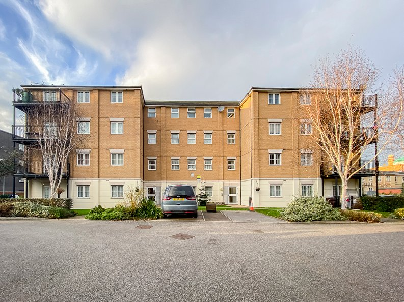 2 bedroom(s) apartment to sale in Sixpenny Court, Tanner Street, Barking-image 5