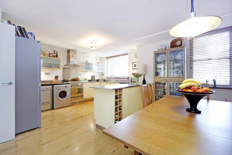3 bedroom(s) apartment to sale in Anglebury House, Talbot Road, Notting Hill-image 1