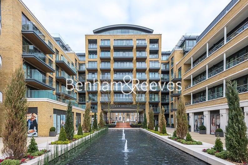 2 bedroom(s) apartment to sale in Rothschild House, 8 Kew Bridge Road, Greater London, Brentford-image 14