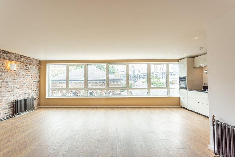 2 bedroom(s) apartment to sale in Hopton Road, Woolwich, London-image 6