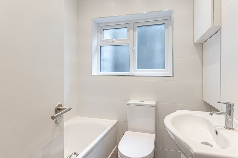 2 bedroom(s) apartment to sale in Cholmeley Park, Highgate Village, London-image 14