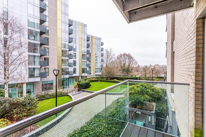 2 bedroom(s) apartment to sale in Waterside Apartments, Goodchild Road, Woodberry Down, Manor House-image 14