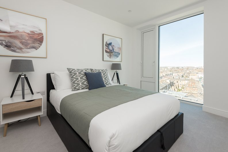 2 bedroom(s) apartment to sale in Lancaster House, Sovereign Court, Hammersmith-image 6