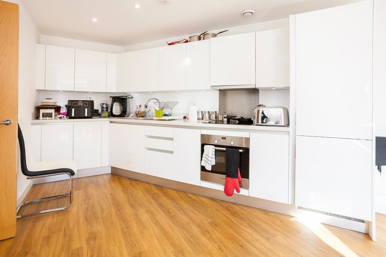 1 bedroom(s) apartment to sale in Clement Court, Howard Road, Greater London, Stanmore-image 4