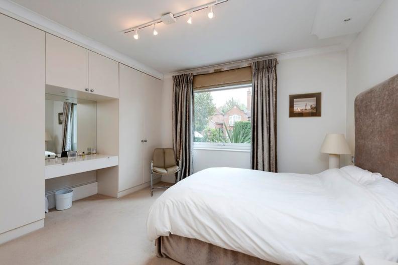 2 bedroom(s) apartment to sale in Broadlands Lodge, Broadlands Road, Highgate, London-image 13