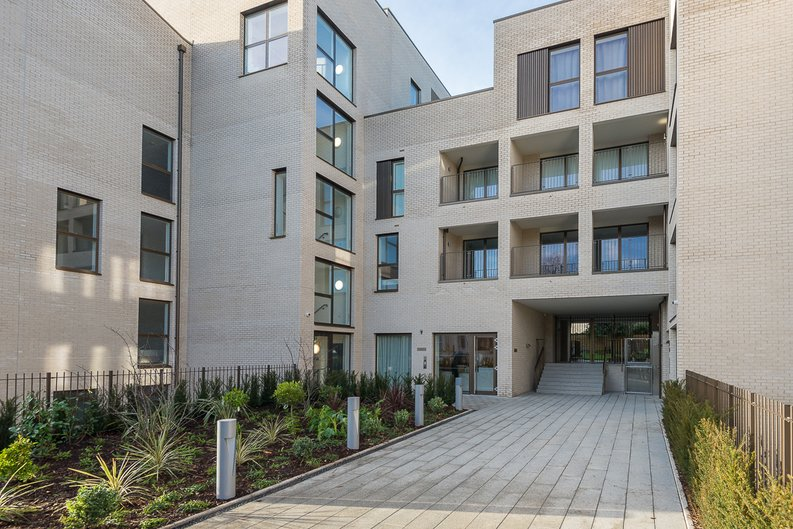 2 bedroom(s) apartment to sale in The Avenue, Brondesbury Park, London-image 17