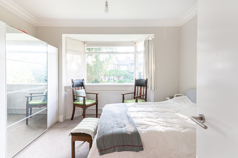 2 bedroom(s) apartment to sale in Cholmeley Park, Highgate Village, London-image 6