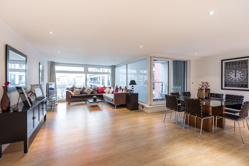 3 bedroom(s) apartment to sale in Courtyard House, Lensbury Avenue, Fulham-image 1
