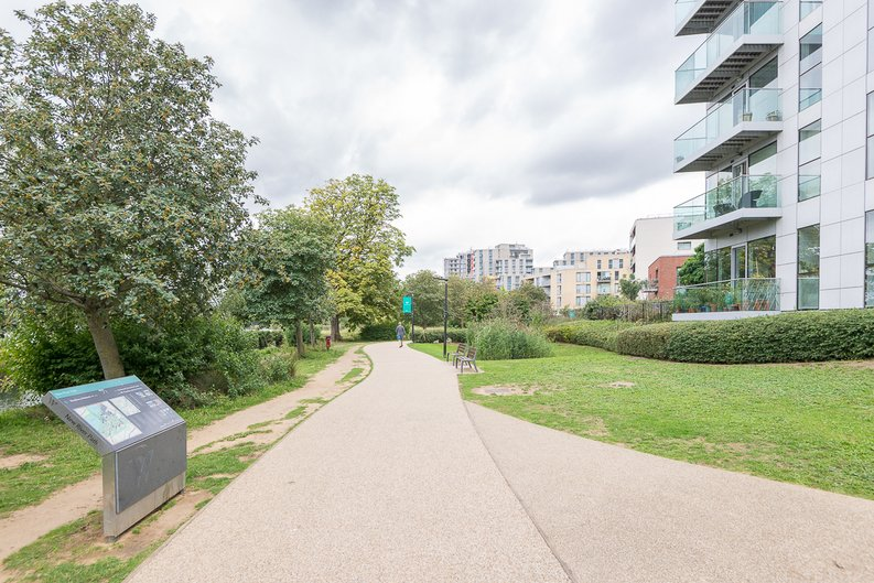 2 bedroom(s) apartment to sale in Goodchild Road, Woodberry Down, London-image 19