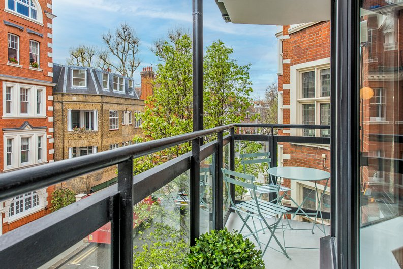 3 bedroom(s) apartment to sale in Drayton Gardens, Chelsea, London-image 5