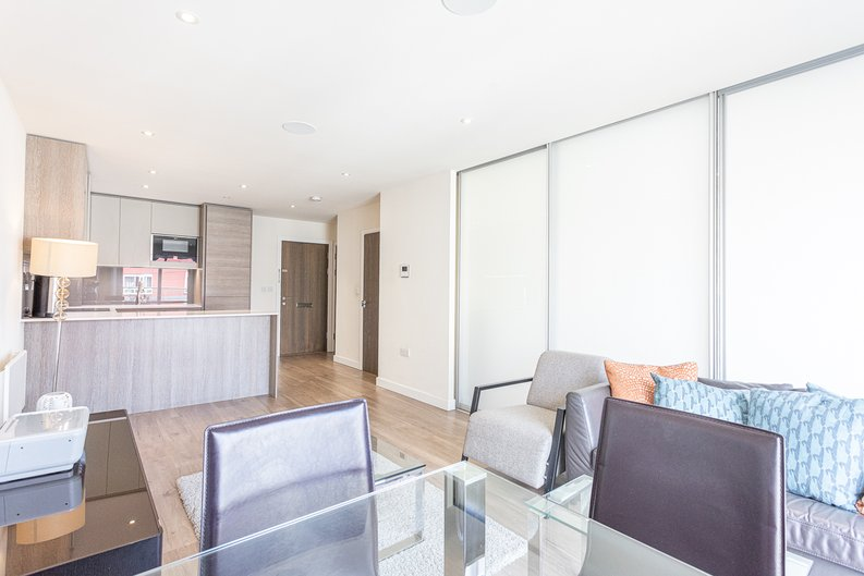 1 bedroom(s) apartment to sale in Carleton House, Boulevard Drive, Beaufort Park-image 7