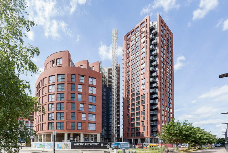 1 bedroom(s) apartment to sale in Orchard Wharf, Silvocea Way, London City Island, London-image 1