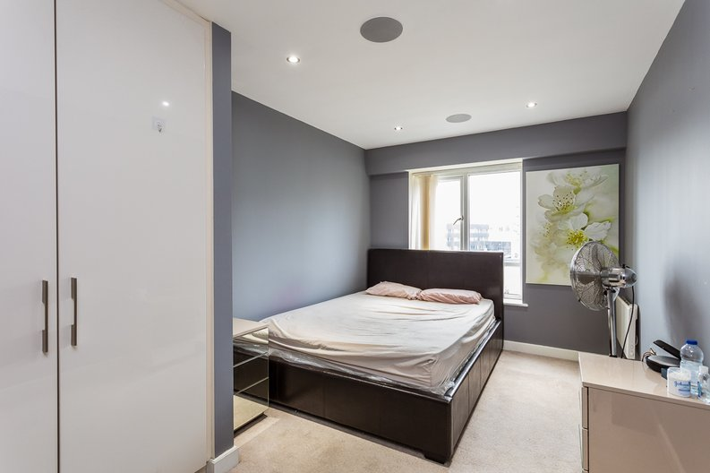 2 bedroom(s) apartment to sale in Empire House, East Drive, Beaufort Park, Colindale-image 12