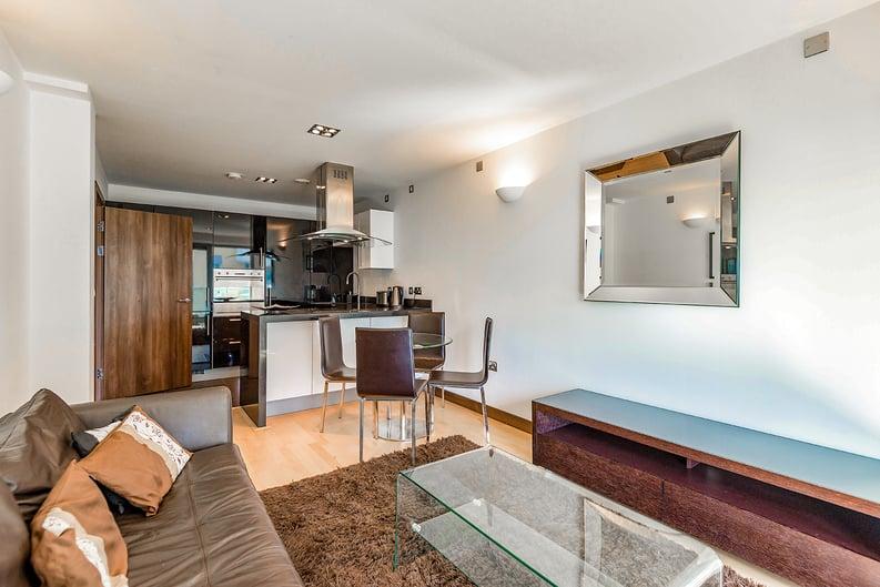 1 bedroom(s) apartment to sale in Vicentia Court, Bridges Court Road, London-image 9