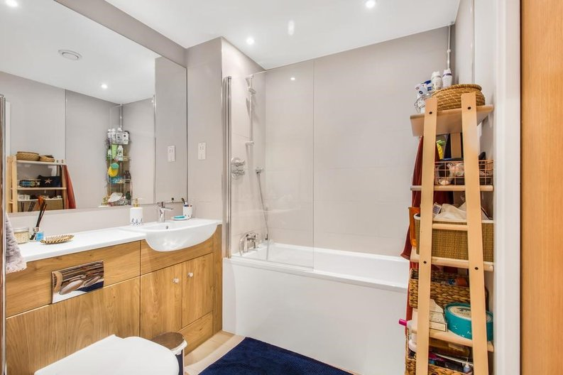 1 bedroom(s) apartment to sale in Waterfront Apartments, 82 Amberley Road, Maida Hill, London-image 5