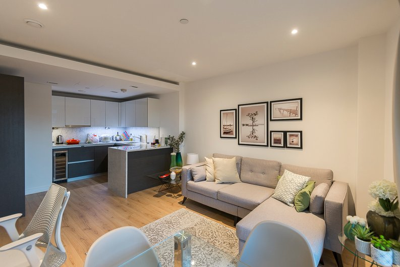 2 bedroom(s) apartment to sale in Montpellier House, Glenthorne Road, Hammersmith, London-image 2