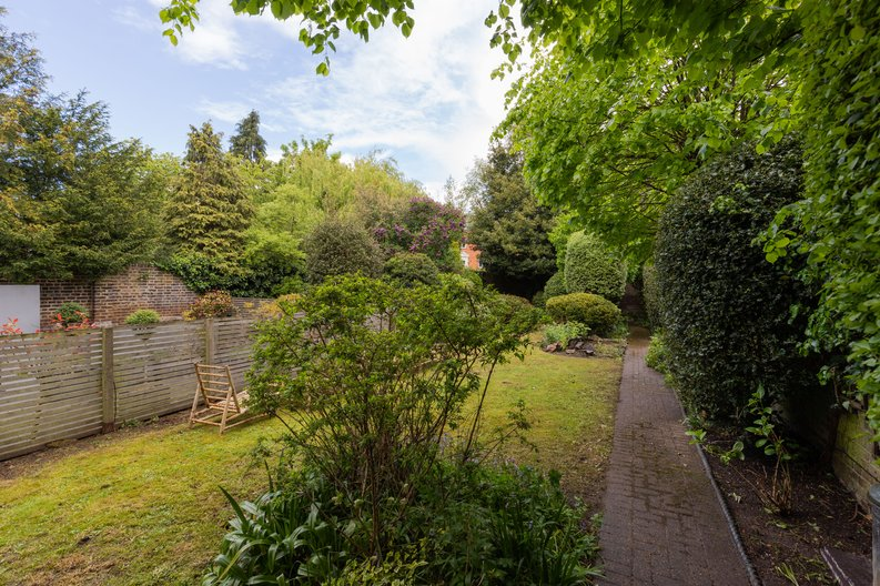 2 bedroom(s) apartment to sale in The Green, Surrey, Richmond-image 22